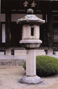 Каменный фонарь